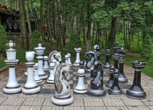 Лето. Шахматы. Можно ли тренироваться, играя...